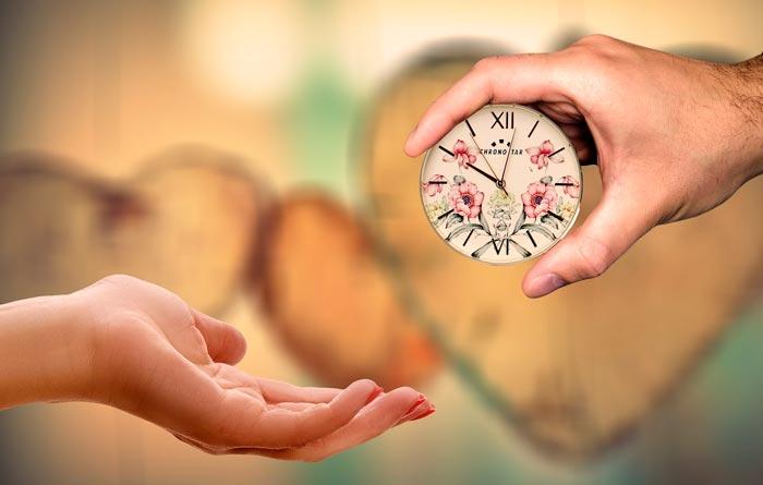 Картинки по запросу годинник в подарунок